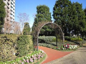 センチュリーパークタワー 敷地内庭園